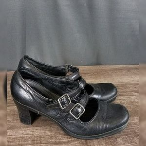 3 for $10- Clarks shoes size 7M